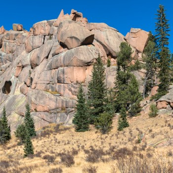 photo of rock formations along the crags trail